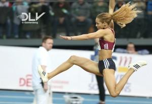 Alexandra Wester klein Leipzig springend