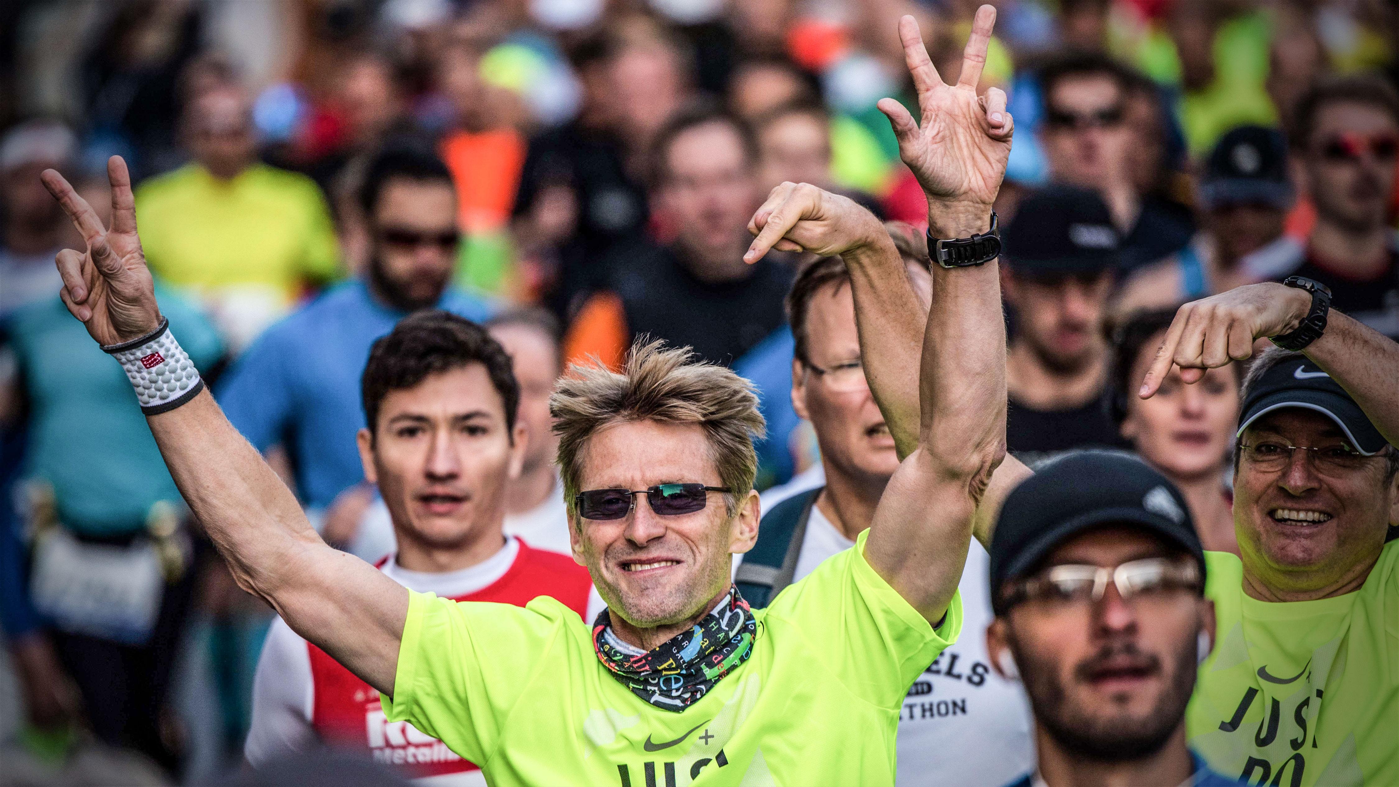 mainova 2016 neu eins - Ausatmen Fans Usa