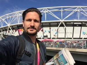 Tim Tonder Porträt vor Londonstadion